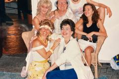 «Les voisins». En loge et en belle folie : Guylaine Tremblay, Micheline Bernard, Frédérike Bédard, Jean-Jacqui Boutet, Nathalie Boulay, Céline Bonnier, 1988